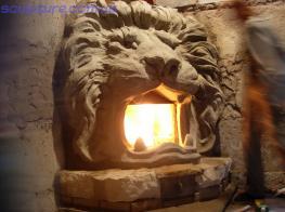 Угловой камин в форме головы льва фото