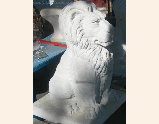 Лев из белого бетона фото 6