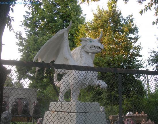 Статуя дракона фото